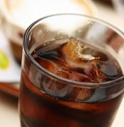 农妇暴饮可乐死,到底可乐里有什么秘密?