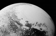 新视野号传回冥王星新照,氮冰上漂浮着巨型冰山!