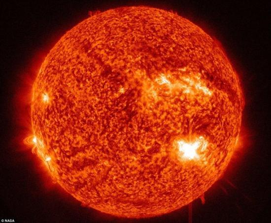 地球会如何毁灭?与其他行星相撞分崩离析