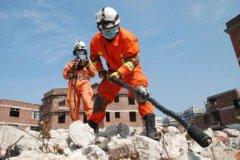深圳现滑坡 看生命探测仪如何探测幸存者