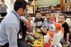 你愿意让机器人当你孩子的老师吗?