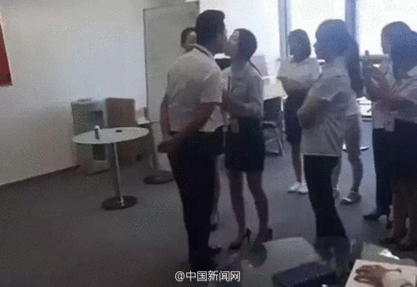 奇葩!北京一公司规定女员工须每天排队吻老板