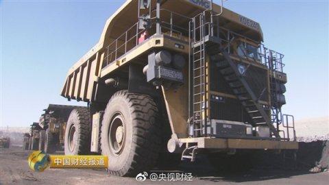 挖掘机!中国自主设计制造的第一台超大吨位液压挖掘机,挖一下10吨