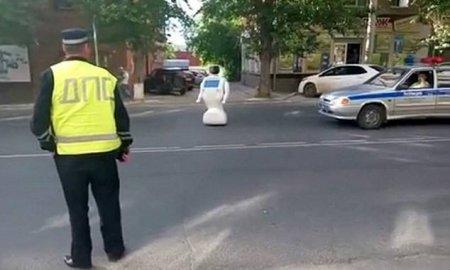 俄罗斯机器人逃跑成网红 还受到了普京的接见!