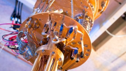 微软在创业峰会上展示量子计算网络