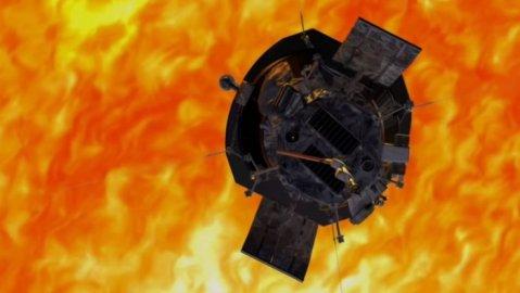 NASA帕克太阳探测器在第二次近距离飞掠太阳中幸存下来