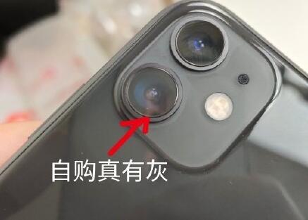 """老毛病,iPhone 11再曝""""进灰门"""",可以低头看""""灰机""""了"""